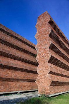 Image 18 of 27 from gallery of Kantana Institute / Bangkok Project Studio. Courtesy of Bangkok Project Company Z Brick, Brick Masonry, Brick Fence, Brick Facade, Brick And Stone, Brick Architecture, Beautiful Architecture, Architecture Details, Landscape Architecture