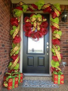 Stunning Picz: A Whole Bunch Of Christmas Porch Decorating Ideas - Christmas Decorating -
