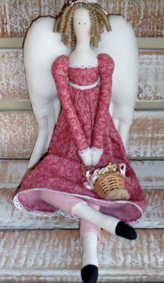 Corpo e roupa em tricoline 100% algodão  Cabelo - rami natural cacheado artesanalmente  Cestinha de cipó com flores secas R$ 90,00