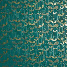 Papier peint Saplings, collection 1, édité par MissPrint / Référence : MISP1012. Pour une chambre d'enfant ou dans une salle de bain, le papier peint turquoise Saplings de MissPrint est orné de délicates petites fleurs dorées.