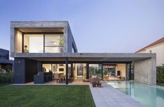 Image 7 of 23 from gallery of EH House / Estudio GMARQ. Photograph by Alejandro Peral Modern Architecture House, Architecture Design, Modern House Facades, Modern Villa Design, Casas Containers, Home Fashion, My House, House Plans, New Homes