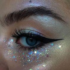 Glitter ✨ BROWS: pomade in Dark Brown + clear brow gel EYES/HIGHLIGHT: ABH single shadows in Birkin, Aurora glow kit (Eclipse, Spectra, Helia, Orion) and Alchemist palette (Amethyst) glitter: Makeup Eye Looks, Eye Makeup Art, Pretty Makeup, Makeup Inspo, Makeup Inspiration, Fairy Eye Makeup, Makeup Ideas, Witchy Makeup, Angel Makeup