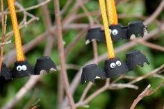 Egg Carton Bats.  A really simple craft for the kids to make as a Halloween Decor