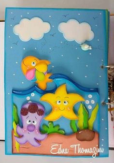 Tapa de cuaderno mar Felt Crafts, Diy And Crafts, Crafts For Kids, Paper Crafts, Folder Decorado, Turtle Quilt, Notebook Cover Design, Underwater Theme, Kindergarten Design