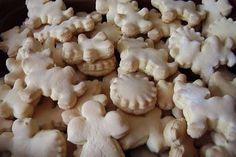 Vánoční cukroví - zázvorky Czech Recipes, Russian Recipes, Dessert Recipes, Desserts, Holiday Cookies, Christmas Candy, Cooker, Biscuits, Recipies