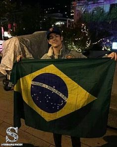 Grant Gustin já afirmou várias vezes amar o Brasil. Grant só te digo uma coisa nós também te amamos! #theflash by serianaticos