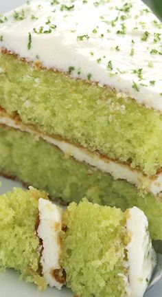 Easy Lime Cake Easy Lime Cake with Cream Cheese Frosting ~ So simple… One amazing and flavorful cake. Lemon Desserts, Köstliche Desserts, Dessert Recipes, Healthy Desserts, Dessert Simple, Key Lime Kuchen, Key Lime Cake, Key Lime Pound Cake, Key Lime Cupcakes