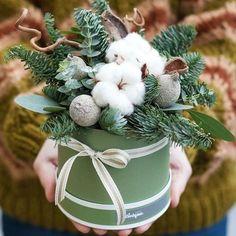Новости Christmas Swags, Christmas Flowers, Christmas Mood, Christmas Crafts, Christmas Ornaments, Handmade Christmas Decorations, Christmas Centerpieces, Xmas Decorations, Winter Floral Arrangements