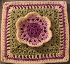 TONS of free granny square patterns!
