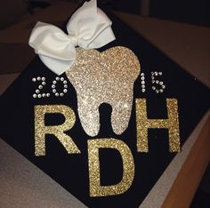 Dental Hygiene Graduation Cap RDH Dental Hygiene Student, Dental Humor, Dental Hygienist, Dental Assistant, Oral Hygiene, Dental Caps, Dental Teeth, Dental World, Dental Life