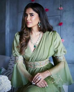 Party Wear Indian Dresses, Dress Indian Style, Indian Fashion Dresses, Indian Designer Outfits, Indian Outfits, India Fashion, Designer Dresses, Latest Fashion, Choli Designs