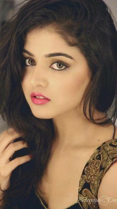 Indian beautiful teenage girls beautiful and sexy images and sexy thigh legs pictures and sexy novel pictures and cute pictures . Real Beauty, Beauty Women, Asian Beauty, Hair Beauty, Beautiful Eyes, Simply Beautiful, Beautiful Women, Beautiful Indian Actress, Beautiful Actresses