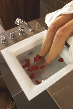 Although pricey, a built-in foot bath can turn an ordinary bathroom into your own personal pedicure spa. SHNS photo