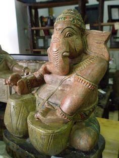 Ganesha,  is one of the deities best-known and most widely worshipped in the Hindu pantheon. - Ganesha, es una de las deidades más conocidas y adoradas del panteón hindú.