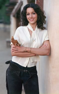 Jennifer Beals looks just as great as she did in Flashdance. Some things get better with age. Teen Models, Role Models, Pretty People, Beautiful People, Beautiful Women, Leisha Hailey, Jennifer Beals, Portraits, Por Tv