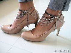 ankle chain shoe harness, so cool. dress up plain heels. Diy Fashion, Fashion Shoes, Fashion Accessories, Jewelry Accessories, Boot Bling, Ankle Chain, Bare Foot Sandals, Anklets, Shoe Collection