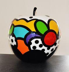 Virginia Benedicto - Pomme Capri - Acrylique sur résine, vernis - 60cm - 2015 #virginiabenedicto #sculpture #artcontemporain #galerieduret