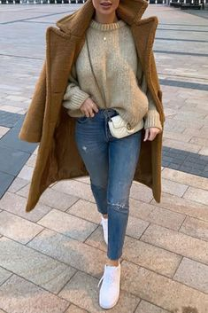 winter outfits dressy Comfy Winter Casual Outfits with Jeans For Women Lazy Winter Outfits, Winter Outfits For Teen Girls, Winter Fashion Outfits, Look Fashion, Autumn Winter Fashion, Fashion Mode, Fashion Hair, Hijab Fashion, Fashion Dresses