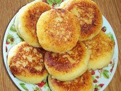 Ароматные сырники назавтрак сджемом— прекрасное начало дня. Многие стараются неготовить ихчасто из-за того, что врецепт входит пшеничная мука, масло исахар. Мынашли способ приготовления этого…