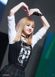 Find images and videos about kpop, blackpink and lisa on We Heart It - the app to get lost in what you love. Kim Jennie, Jenny Kim, Blackpink Lisa, Kpop Girl Groups, Korean Girl Groups, Kpop Girls, Taekook, K Pop, Rapper
