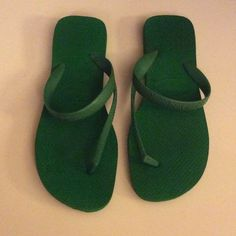 Green Haviana flash unique sandals from Brazil 7/8 Green flip flop Havianas flash 39-40 USA 7/8 EUR 41/2 super cute stylish and one of a kind sandals purchased in El Salvador Brazil Havaianas Shoes Sandals