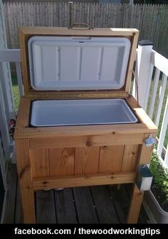 DIY: Patio / Deck Cooler Stand, this would be awesome next to my pool (: Deck Cooler, Cooler Stand, Outdoor Cooler, Cooler Box, Pallet Cooler, Wooden Cooler, Fridge Cooler, Bbq Stand, Patio Ideas