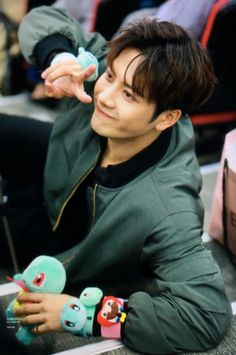 Find images and videos about kpop, and jackson on We Heart It - the app to get lost in what you love. Jackson Wang, Got7 Jackson, Jaebum, Youngjae, Kim Yugyeom, Girls Girls Girls, Boys, K Pop, Rapper