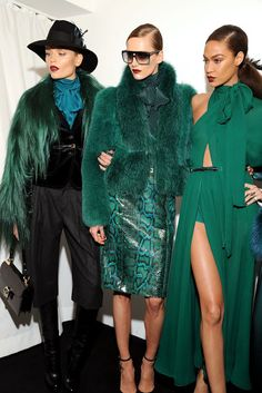 Emerald Green Fashion for Winter 13 Green Fashion, Love Fashion, High Fashion, Fashion Show, Fall Fashion, Looks Street Style, Looks Style, Fashion Week, Runway Fashion