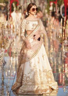Pakistani Fashion Party Wear, Pakistani Wedding Outfits, Bridal Lehenga Choli, Pakistani Wedding Dresses, Indian Fashion Dresses, Bridal Outfits, Asian Fashion, Pakistani Couture, Indian Outfits
