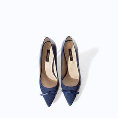 Μπλε δερμάτινες γόβες Zara (49,95€)