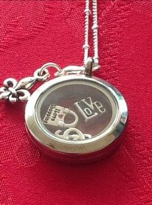 Origami Owl Living Lockets check them out http://momssavingmoney.com/hot-win-a-gift-certificate-for-origami-owl-living-lockets-ends-727/