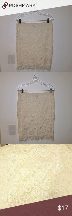 Le Chateau lace skirt Le Chateau size medium lace skirt  Color is off white / cream  Great condition! Le Chateau Skirts Midi