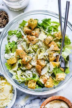 This Caesar salad recipe with homemade garlic croutons and a creamy Caesar dressing (with or without anchovies) makes an easy main or favorite side salad. Creamy Caesar Salad Dressing Recipe, Chicken Caesar Salad, Salad Dressing Recipes, Salad Dressings, Caesar Salad Recipes, Healthy Caesar Salad, Ceasar Dressing, Homemade Ceasar Salad, Christmas Eve Dinner