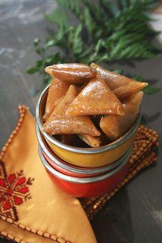 Les briouates, ces triangles croustillants aux amandes et au miel si délicieusement addictifs. Incontournable sur les tablées...