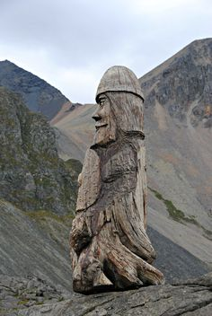 Wooden viking by Ásgeir Julius Ásgeirsson - Iceland www.paulabspoel.nl