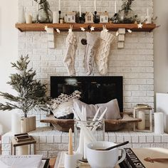 simple and calm holiday decor via @ruffledsnob on instagram