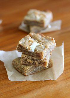 Fluffernutter bars (peanut butter bars with marshmallow fluff swirl) | Bakerita
