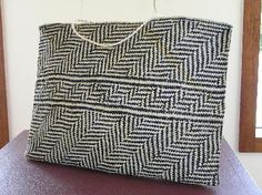 Rau Kumara kurmara) kete by Sonia Snowden - Quote from Veranoa Hetet on… Flax Weaving, Weaving Art, Weaving Patterns, Maori Designs, Maori Art, Community Art, Buy Art, Garden Grass, Woven Bags