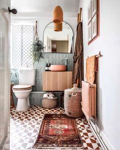 Wc Decoration, Bohemian Bathroom, Bohemian Decor, Boho Home, Style Deco, Interior Decorating, Interior Design, Upstairs Bathrooms, Beautiful Bathrooms