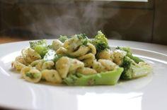 Orecchiette con broccoli e acciughe | Pasta Mamma