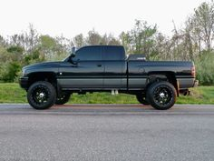 Work hard to make your truck one of a kind. I never was a fan of black on black, but this looks good. Dodge 2500 Cummins, Lifted Cummins, 2nd Gen Cummins, Dodge Ram Diesel, Lifted Chevy Trucks, Dodge Trucks, Diesel Trucks, Pickup Trucks, Lifted Ram