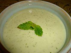 Receita SAUDÁVEL DE SOPA FRIA DE PEPINO Saiba como fazer mais coisas em http://www.comofazer.org/culinaria/receita-saudavel-de-sopa-fria-de-pepino/
