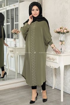 Yesil Elisa incili Tunik - LF14058 Asian Wedding Dress Pakistani, Pakistani Fashion Casual, Abaya Fashion, Muslim Women Fashion, Islamic Fashion, Hijab Online Shopping, Moda Hijab, African Fashion Dresses, Fashion Outfits