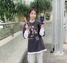 I love this idc style of her IU UAENA m kpop kfashion kdrama korea idol aestethic Iu Fashion, Korean Fashion, Kpop Girl Groups, Kpop Girls, Korean Girl, Asian Girl, Iu Twitter, Spy Girl, Concert Looks