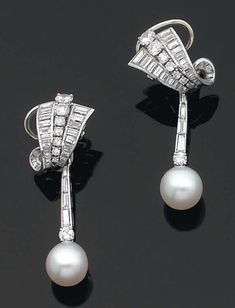 Chaumet c1950s |  Diamonds and pearls set in platinum.