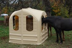Keep your Hay Fresh, Covered and Dry for all Seasons Horse Hay Feeder. Love my hay hut! Hay Feeder For Horses, Horse Feeder, Horse Stables, Horse Farms, Hay Hut, Diy Hay Feeder, Round Bale Feeder, Goat Feeder, Horse Hay