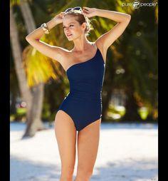 Jessica Perez pour la ligne de maillots de bain de la marque MACY's.