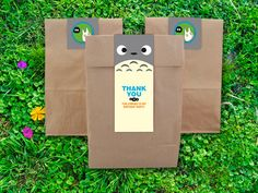 Say Thank You to your guests with these cute favor bag tags. They are printed on heavy card stock and fit perfectly on brown lunch bags. Each Tag is