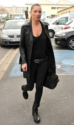 Get Kate Moss' signature off-duty look #style #fashion #model #blackonblack