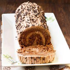 Bûche de noël pralinée Cinnamon Roll Frosting, Carrot Cake Frosting, Cinnamon Rolls, Cream Cheese Desserts, Cream Cheese Icing, Cheese Appetizers, Cake Recipes, Dessert Recipes, Frosting Recipes